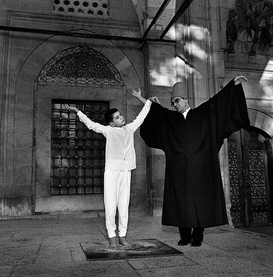 Giorgia FiorioSema Lesson. Whirling Dervishes Mevlevi. Konya, Turkey, 2006Aus der Serie: The Gift 2000-2009