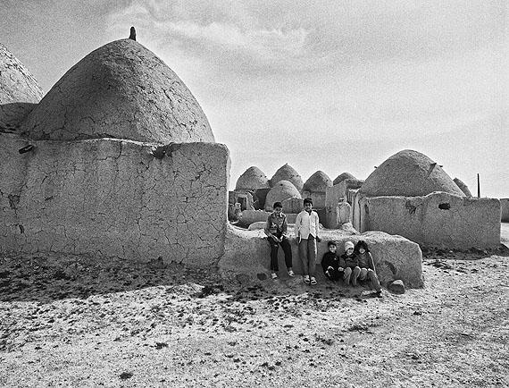 Jacques Toffi, Lehmhäuser bei Aleppo, Silbergelatine-Print, 60 x 80 cm