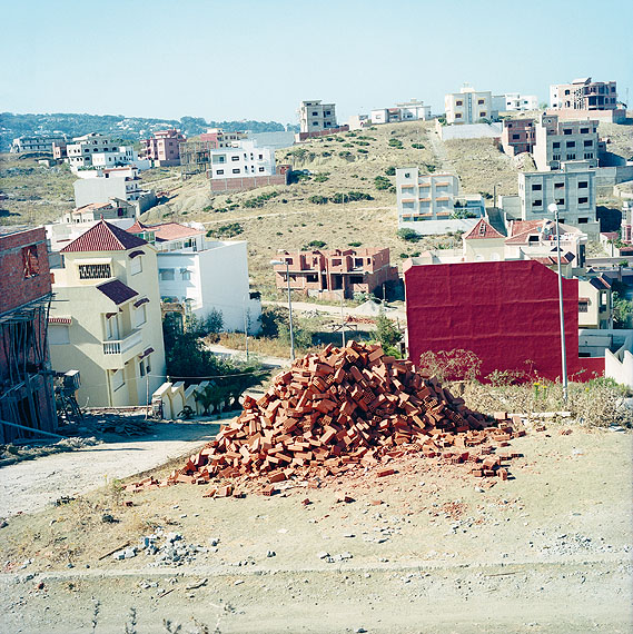 Yto BarradaBriques (Bricks) (Backsteine), 2003/2011C-Print, 150 x 150 cm© Yto Barrada & Galerie Sfeir-Semler, Hamburg/Beirut