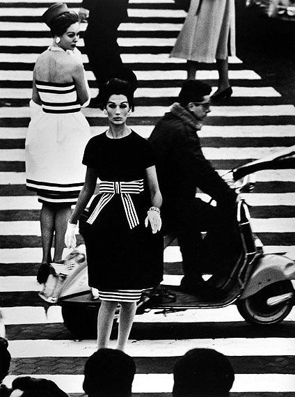 William Klein, Nina + Simone, Piazza di Spagna, Rome (Vogue), 1960, Platinum palladium print.Courtesy Howard Greenberg Gallery