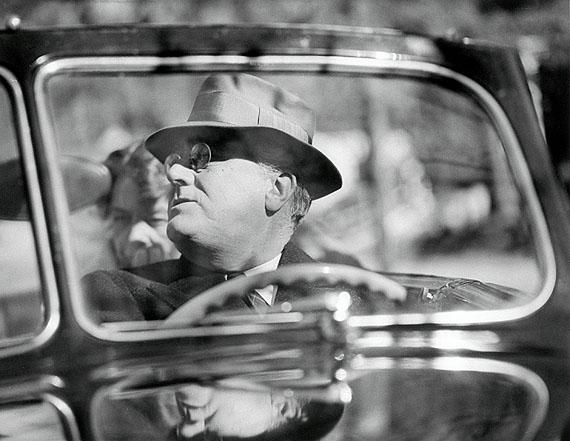 Margaret Bourke-WhiteUS-Präsident Franklin D. Roosevelt (1882-1945) mit seiner Frau Eleanorim Auto auf seinem Anwesen in Warm Springs, Georgia, 1. November 1938SilbergelatineabzugThe Gary Davis Collection, New York© Time & Life / Getty Images