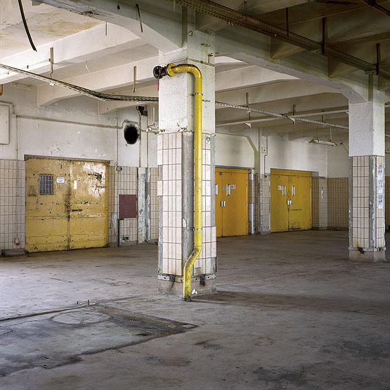 Elisabeth Czihak:Ankerbrotfabrik # 5, 2009Courtesy Galerie Heike Curtze, Wien und Galerie anika handelt, Wien© Elisabeth Czihak / VBK