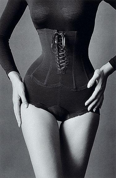 JEANLOUP SIEFF Corset, New York, 1962 30 x 40 cm Vintage Print