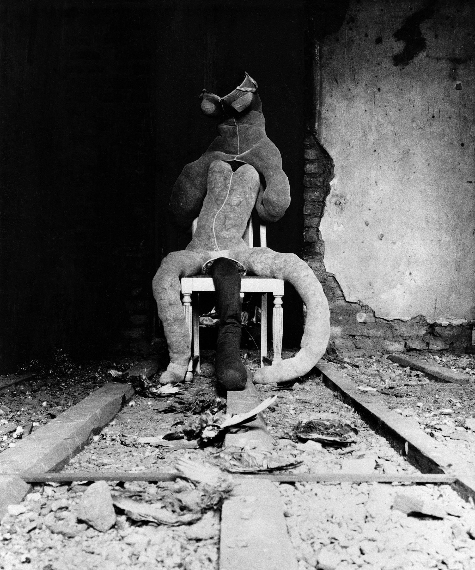 "Jürgen Klauke: ""Boddies"", 1970, Detail 7-teilige Fotosequenz, jede 60 x 50 cmCourtesy of the artist and Galerie Anita Beckers"