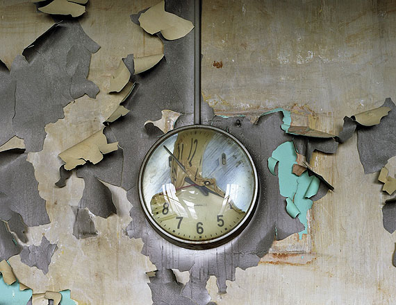 Melted Clock, Cass Technical School, 2008 © Yves Marchand & Romain Meffre, Courtesy Galerie Edwynn Houk