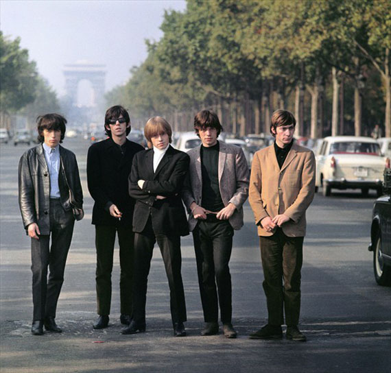 Les Rolling Stones, au milieu des Champs Elysées, Paris, mai 1965 © Jean-Marie Périer - courtesy Polka Galerie