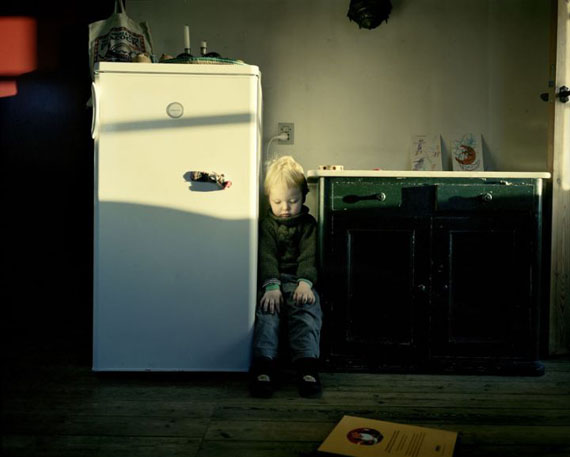 "Joakim Eskildsen "" At the Fridge"" aus der Serie ""Homeworks"""