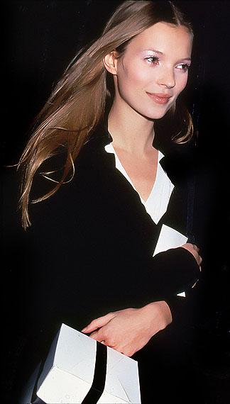 Kate Moss, Fashion Week, Bryant Park, New York, 1995 © Rose Hartman