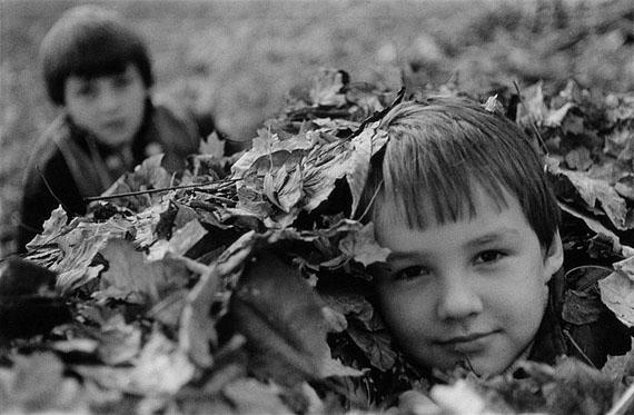 Gerhard Weber: Stendal, Kinder im Laub, 26.10.1989