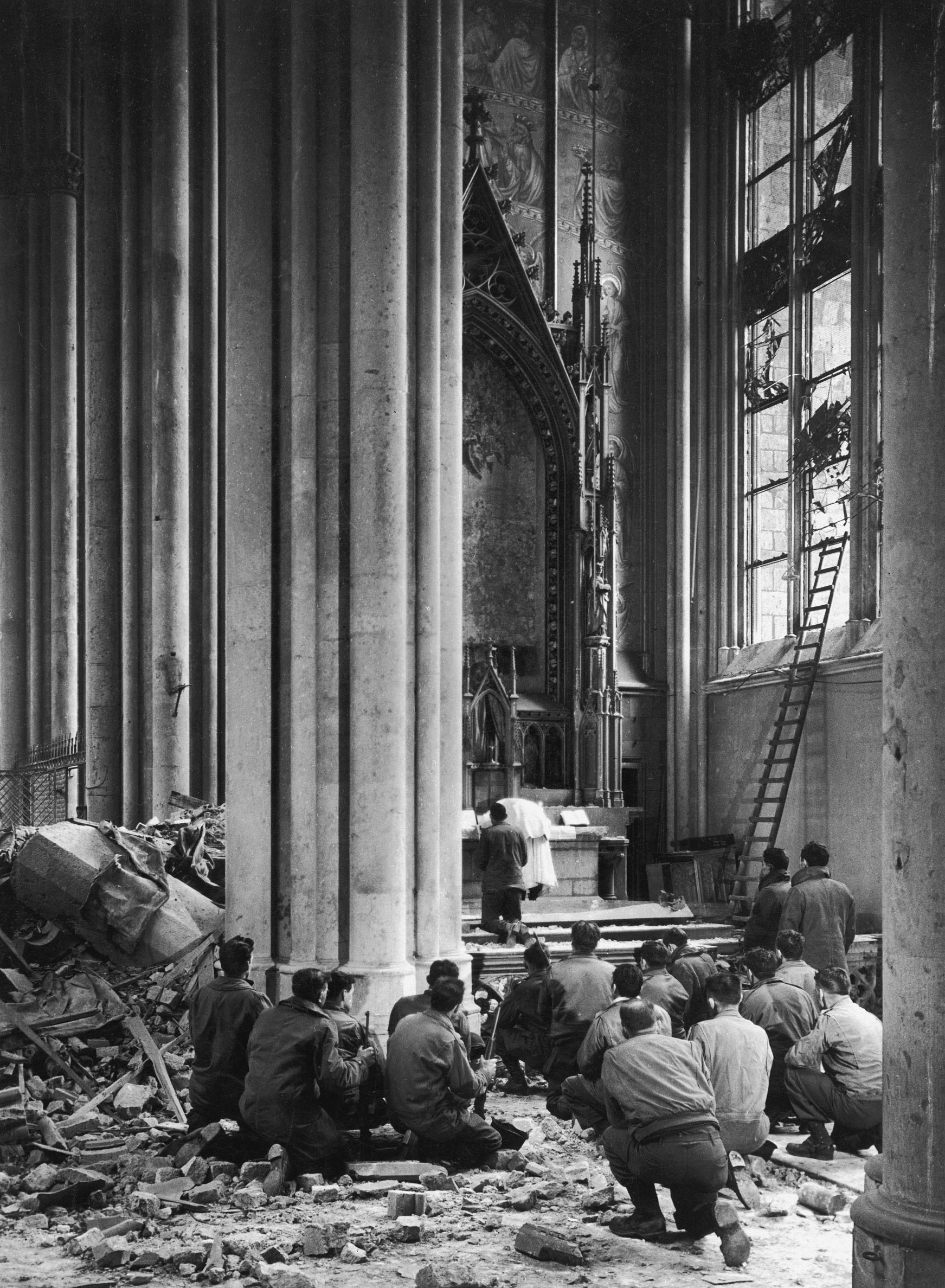 Margaret Bourke-White: Reverend Spiegelhoff from Milwaukee holding a mass for American GIs in the damaged Cologne