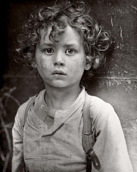 Lewis HineParis gamin (Strassenkind in Paris), ca. 1918Silbergelatine-Abzug, 24.4 x 19.4 cm© Sammlung des George Eastman House, Rochester