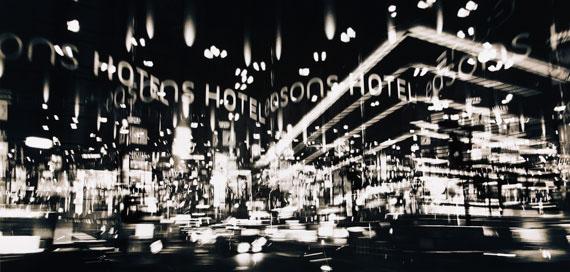Hotel, 2011. 84,8 x 176,3 cm © Torsten Warmuth