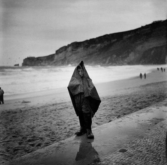 Bill PerlmutterBoy on the Beach, Portugal, 1956Fine Art Print auf Harman Gloss Baryta40 × 40 cm