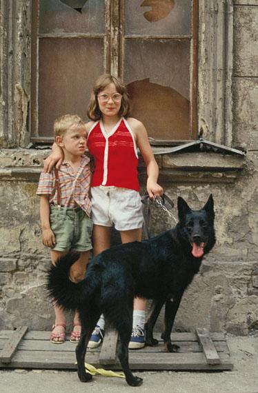 Aus der Serie: Ferner Osten. Die letzten Jahre der DDR – Fotografien 1986-1990, Oderberger Straße, Berlin © Harald Hauswald