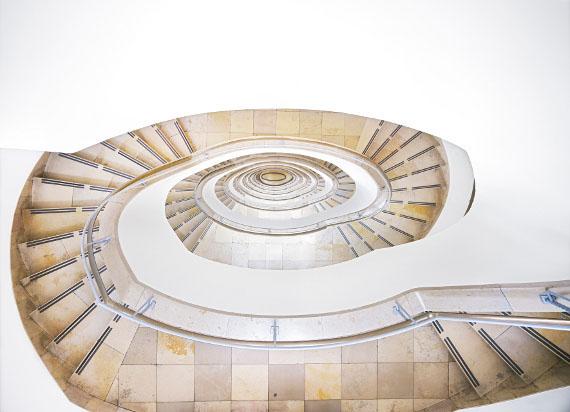 Neuer Stahlhof Düsseldorf II 2012 180 x 209 cm C-Print  © Candida Höfer, VG Bild-Kunst,  2013