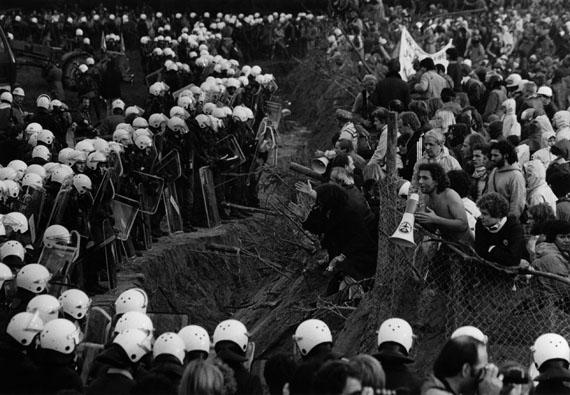 Demonstration gegen die Startbahn-West, Frankfurt am Main, 1981 © Barbara Klemm