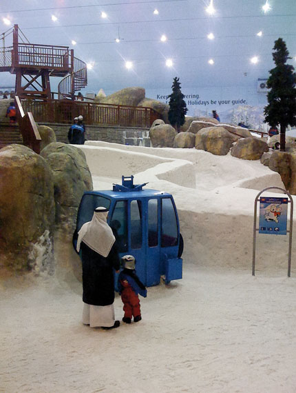Joel Sternfeld: Ski Dubai, Mall of the Emirates, 2008-2009Courtesy of the artist and Luhring Augustine, New York © Joel Sternfeld