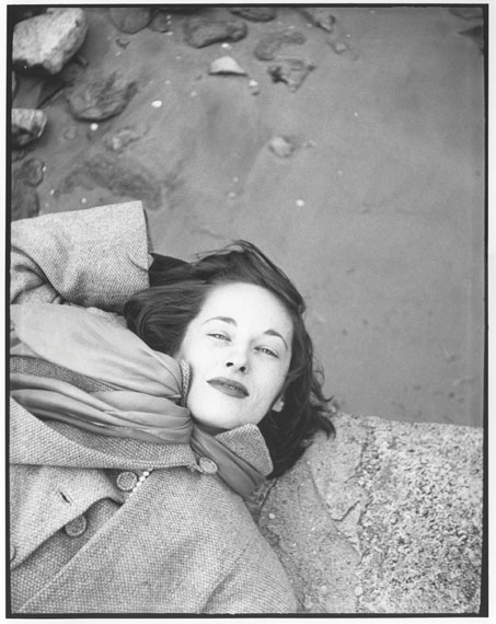 Kim, Sunday Morning, The Cloisters, (variant) c. 1947 © Saul Leiter