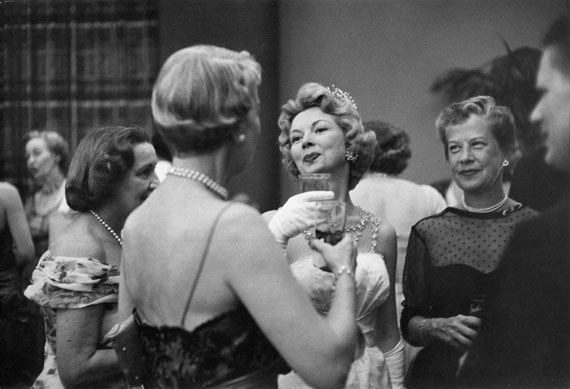 Cocktail Hour, USA, 1957 © Henri Cartier-Bresson / Magnum Photos