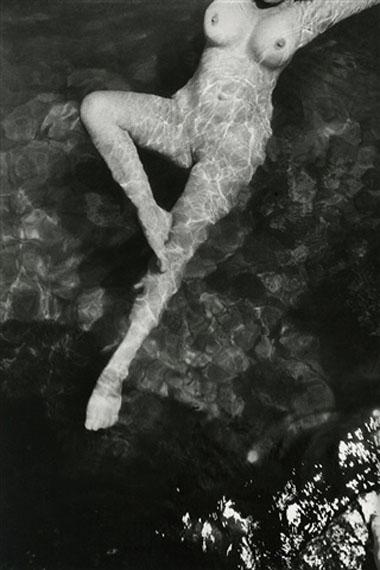Henri Cartier-Bresson Leonore Fini, Italie, 1933 Gelatin silver print 14.12 х 9.5 in. 35.9 x 24.1 cm. Est. US$15,000–20,000
