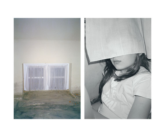 """Aus der Serie """"Small Silent City"""", Kellerfenster / Mädchen hinter Gardine"""