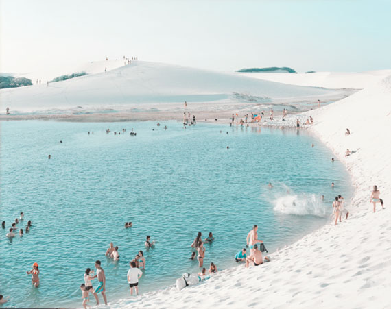 Lençois Laguna do Peixe Splash, 2013 © Massimo Vitali