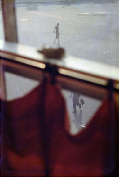 SAUL LEITERRed Curtain, 1958cromogenic print, printed later50 x 40 cm