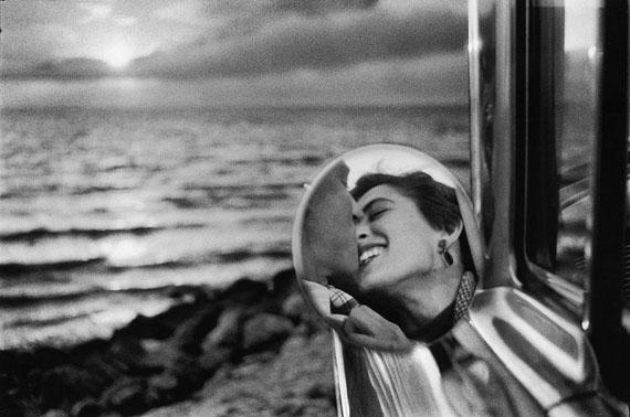 Santa Monica, California, 1955 © Elliott Erwitt, Courtesy Edwynn Houk Gallery
