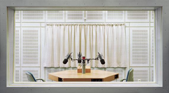 Andreas TheinF 01, Aus der Serie: Fremdenzimmer, 2002
