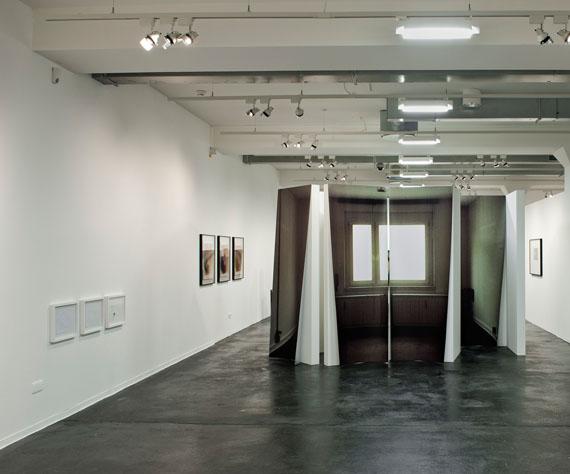 """""""Totale Wohnung"""", Ausstellungsansicht, Zephyr – Raum für Fotografie Mannheim, © Susa Templin; Courtesy Galerie Thomas RehbeinFoto: rem, Maria Schumann"""