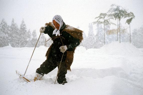 'Durch den Schnee paddeln - Die Schneeschuhe des Abe San' © Ulrike Ottinger