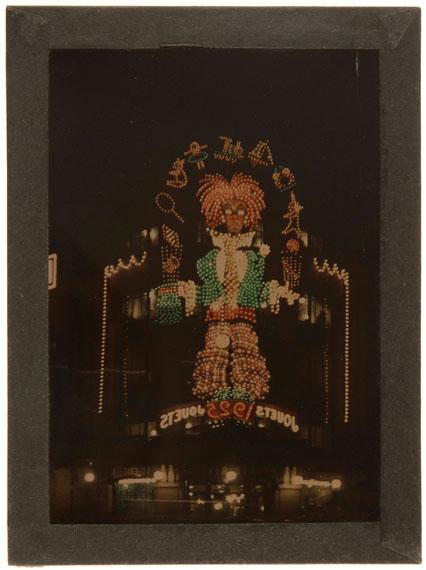 Léon Gimpel (1873-1948)Illuminations du Bazar de l'Hôtel de Ville.Paris, 1925.Autochrome.