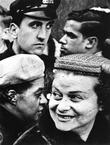 4 heads, New York 1955 © William Klein