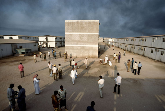 René Burri, Insel Das, Vereinigte Arabische Emirate, 1976© René Burri / Magnum Photos