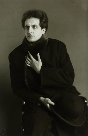 August Sander: Der Tenor / The Tenor [Leonardo Aramesco], vers 1928 © Photographische Sammlung/SK Stiftung Kultur, Cologne