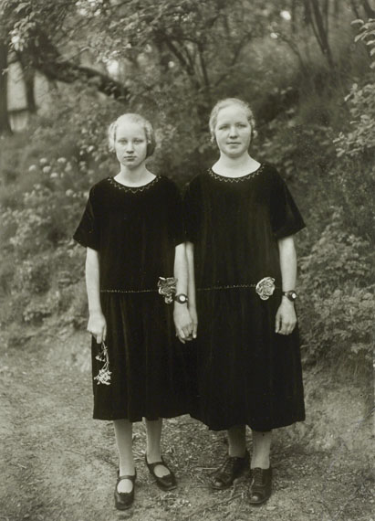 August Sander: Bauernmädchen / Country Girls, 1925 © Photographische Sammlung/SK Stiftung Kultur, Cologne