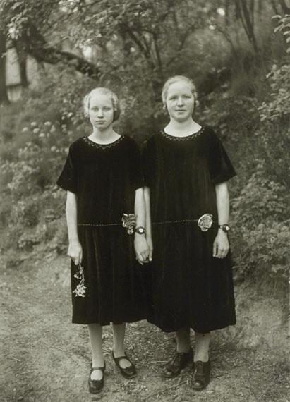 August Sander: Bauernmädchen / Country Girls, 1925 © Photographische Sammlung/SK Stiftung Kultur, Cologne