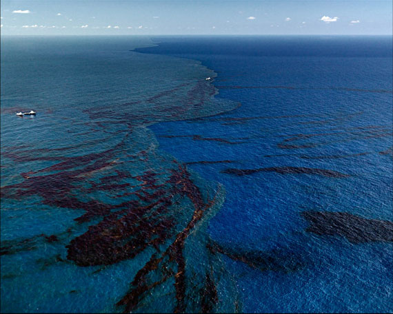 "Edward Burtynsky, ""Oil Spill #9, Oil Slick at Rip Tide, Gulf of Mexico"", June 24, 2010, C-Print, 99,1 x 132,1 cm