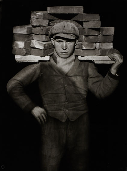 AUGUST SANDER (1876–1964) Handlanger (Bricklayer), Cologne c. 1928Gelatin silver print, printed 1990 by Gerd Sander58,8 x 43,9 cm (32.1 x 17.3 in)Estimate € 18000-20000