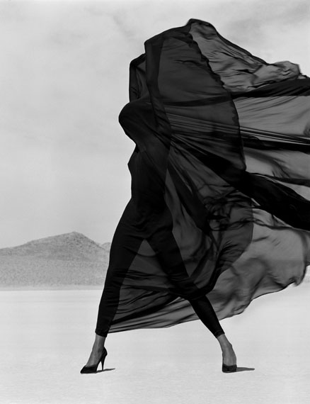 Versace – Veiled Dress, El Mirage, 1990© Herb Ritts Foundation/Courtesy of Edwynn Houk Gallery, New York