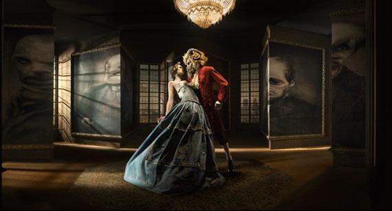 EUGENIO RECUENCOThe Beauty and the Beast 2, 2008120 x 222 cm© 2013 Eugenio Recuenco.