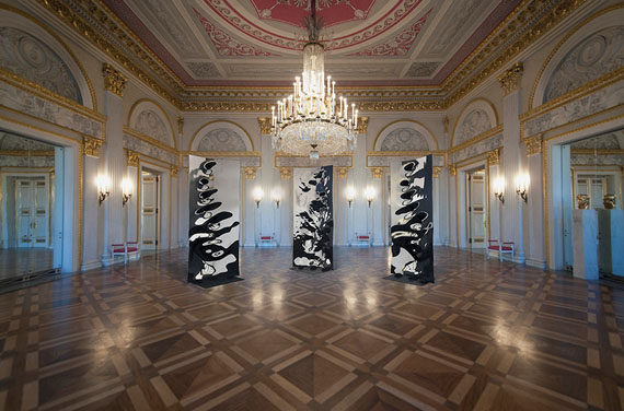 "Hubertus Hamm: ""Molded Mirror - Synchronized"""