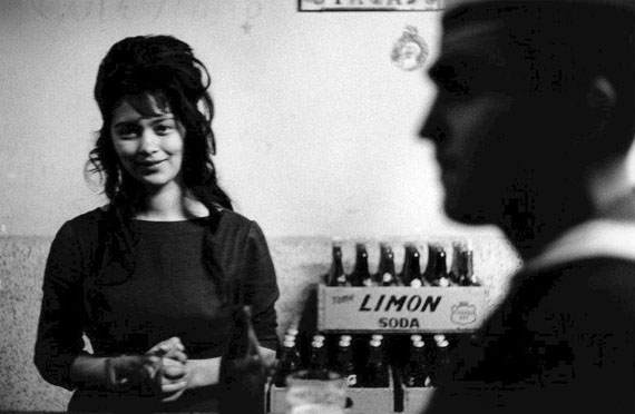Bar, Valparaiso, Chile, 1963 © Sergio Larrain / Magnum Photos