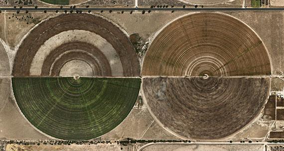 Edward BurtynskyPivot Irrigation #27, High Plains, Texas Panhandle, USA 2012Edition: 12Image Size: 36 x 68 inches / 91,4 x 172,7 cmCourtesy Galerie Stefan Röpke, Köln, Galerie Springer Berlin