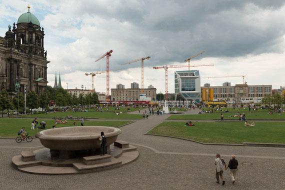 Jochen Wermann: Lustgarten, Wiederaufbau der Berliner Stadtschlosses, Humboldtbox, 2013© Verlag M / Stadtmuseum Berlin GmbH
