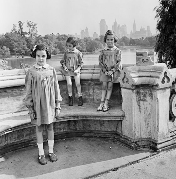 Roman Vishniac: Sisters Marion, Renate, and Karen Gumprecht, refugees assisted by the National Refugee Service (NRS) and Hebrew Immigrant Aid Society (HIAS), shortly after their arrival in the United States, Central Park, New York, 1941© Mara Vishniac Kohn, courtesy International Center of Photography