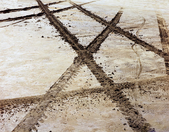 "Tire Track X, Great Salt Lake, UT(October 1977)17x22"" pigment print on Platine paper© John Pfahl"