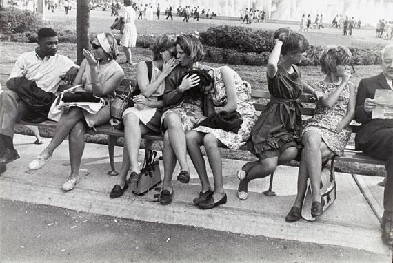 Garry WinograndWeltausstellung, New York, 1964 © Garry Winogrand, courtesy of Lola Garrido Collection