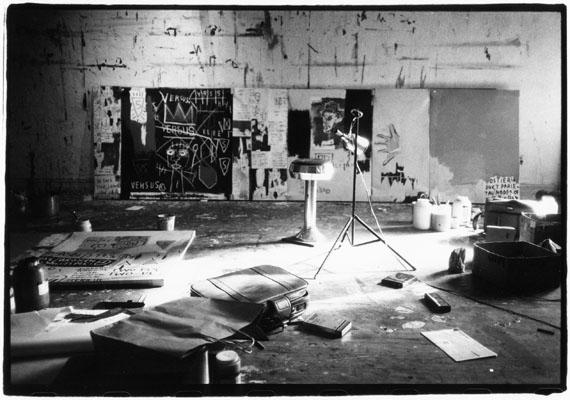 exhibition jean michel basquiat fotoportraits artist news exhibitions photography. Black Bedroom Furniture Sets. Home Design Ideas