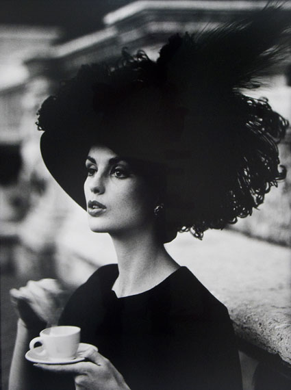 Dorothy, feather hat and coffee, Rome, 1962 © William Klein. Courtesy Michael Hoppen Gallery.